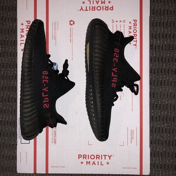 Le adidas yeezy 350 v2 allevati taglia 12 poshmark
